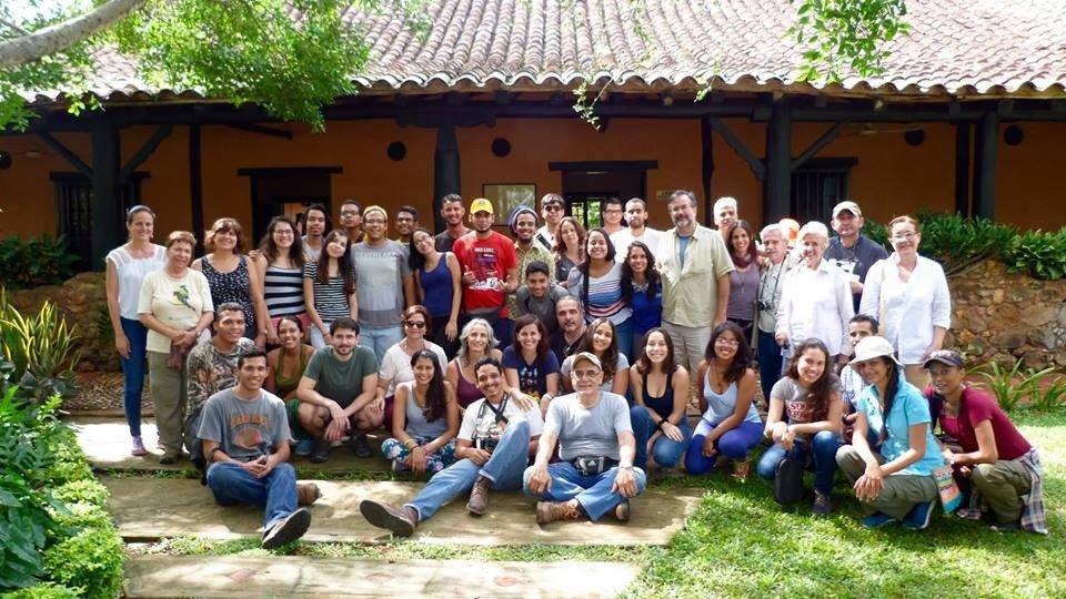 Estudiantes universitarios aprenden sobre aves en Masaguaral